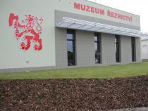 Sadové úpravy u muzea MP Krásno, a.s. – hotovo.